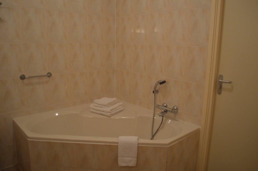 Engelse kamer herberg sellingen - Kamer met douche in de kamer ...